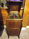 CAPITOLFEST ( VICTROLA RECORD PLAYER )