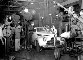 THEY DRIVE BY NIGHT ( ON SET )
